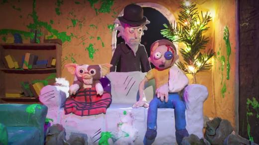 Ли Хардкасл изображает сцены из фильмов ужасов с помощью Рика и Морти