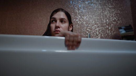 Состоялась онлайн-премьера атмосферной короткометражки «Под водой» Евгения Пузыревского