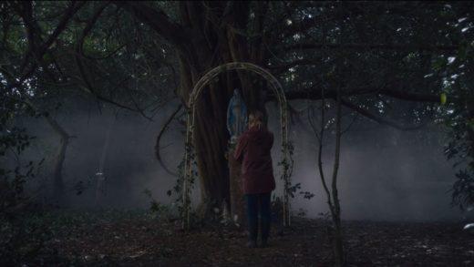 Скульптуры и мистика ирландского захолустья в трейлере хоррора «Не покидай дом»