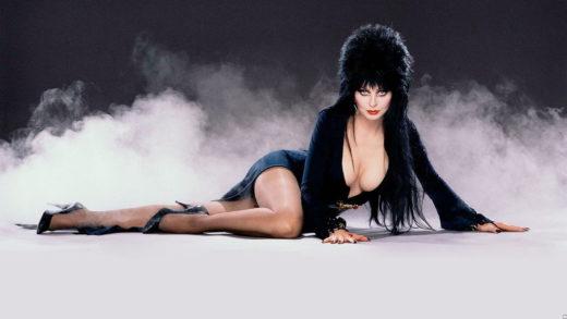 Икона хоррор-эротики 1980-х Эльвира готова вновь повелевать тьмой