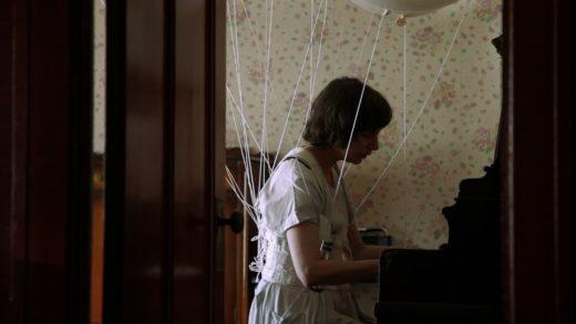 Монстры в зеркалах, в канализациях и в нас: Топ-10 фильмов ужасов по городским легендам