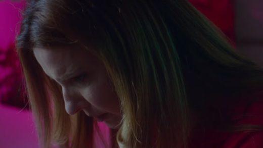 «Твин Пикс» встречает «Донни Дарко» в трейлере нуар-мюзикла Knives and Skin