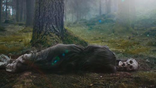 Черепа, топоры и лисий вой в очень мрачном трейлере фэнтези-хоррора «Зеленый рыцарь»