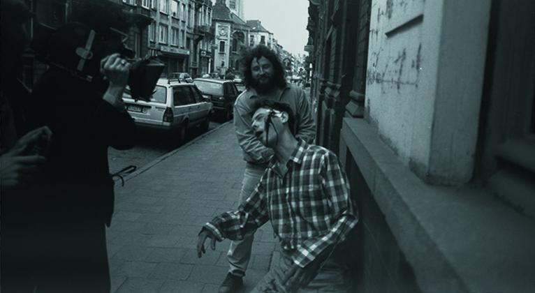 Человек кусает собаку 1992